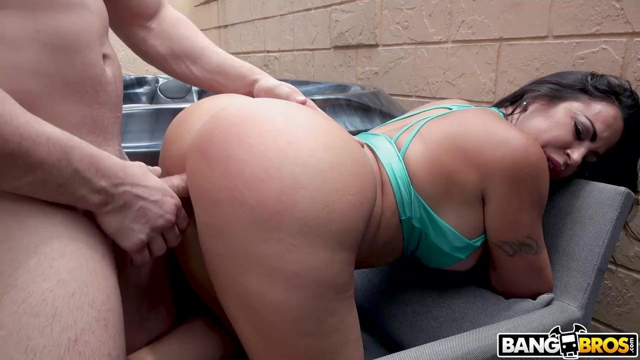 Сочнейшая тетка дает молодому соседу