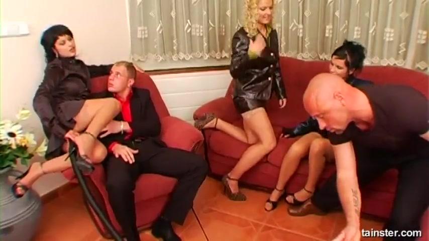 Порно с переводом мужик с мужиком завидев хозяина