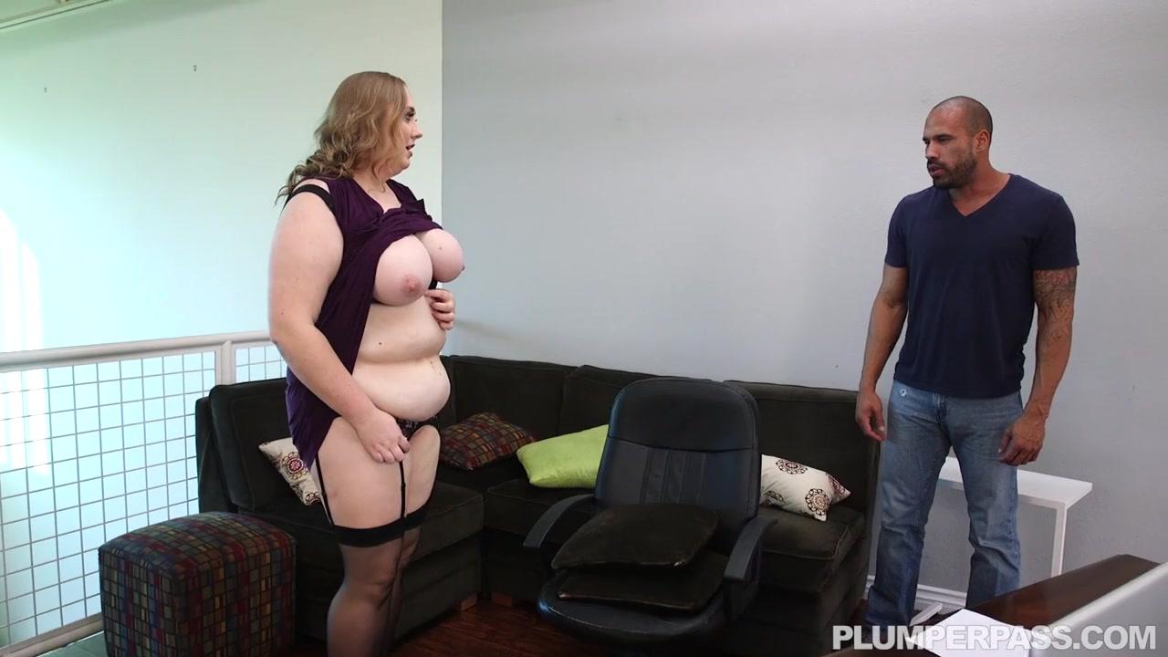 Толстая женщина директор не смогла сдержаться перед мачо