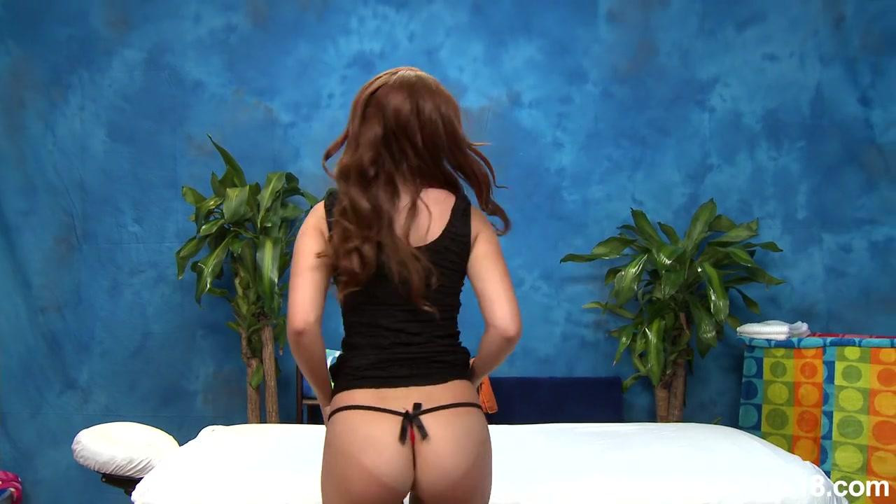 Интимный массаж в исполнении тощей бляди