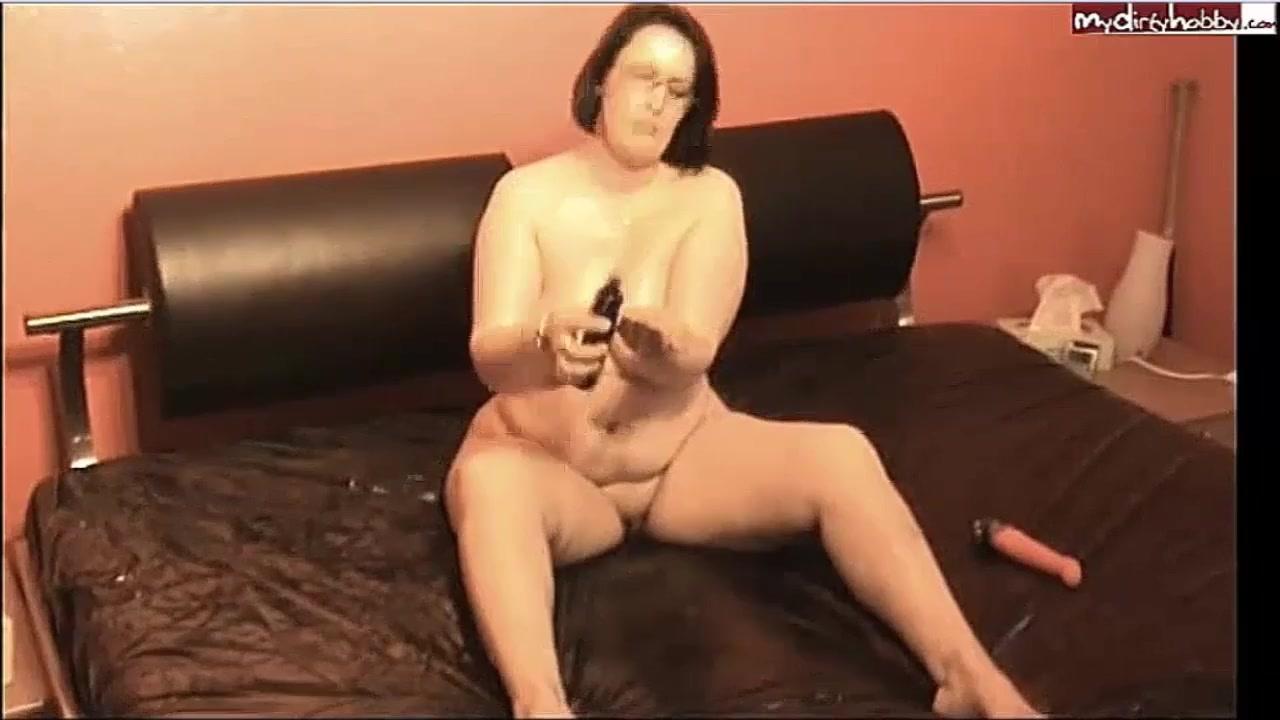 видео мастурбации одинокой женщины жалко тебя