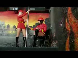 Лесбиянки пожарщицы - скриншот #3