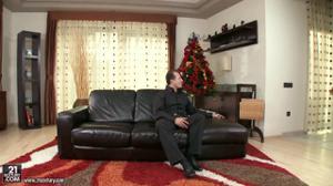Друзья бизнесмены заказали на Новый год Снегурочку из элитного агентства - скриншот #1