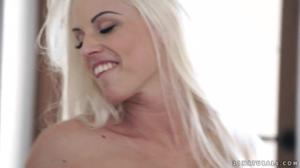 Нежно выебал блондинку - скриншот #17