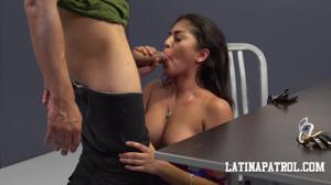 Мексиканка переспала с пограничником - скриншот #10