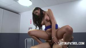 Мексиканка переспала с пограничником - скриншот #15