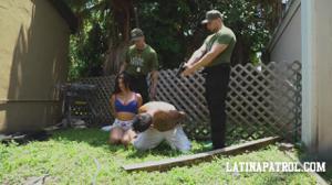 Мексиканка переспала с пограничником - скриншот #3