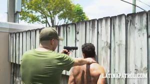 Мексиканка переспала с пограничником - скриншот #4