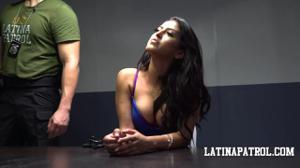 Мексиканка переспала с пограничником - скриншот #5