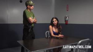 Мексиканка переспала с пограничником - скриншот #7