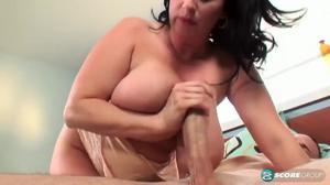 Сисястая женщина дает в сраку качку - скриншот #8