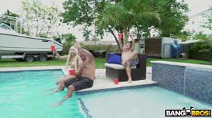 Вечеринка с классными блядями у открытого бассейна - скриншот #1