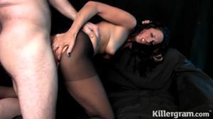 Секс с худой брюнеткой в капронках - скриншот #9