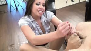 Азиатка дрочит ножками и рукой - скриншот #11