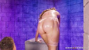 Мужик шпилит принцессу в задницу - скриншот #15