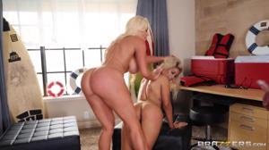 Две элитные блондинки ублажают владельца яхты - скриншот #13