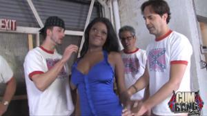 Негритоску вафлят всем гаражом - скриншот #7
