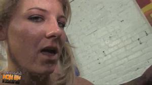 Познакомила подругу с черным любовником - скриншот #17