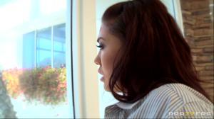 Жопастая азиатка получила хуй в разработанную самотыком попку - скриншот #1