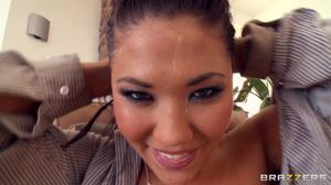 Жопастая азиатка получила хуй в разработанную самотыком попку - скриншот #21