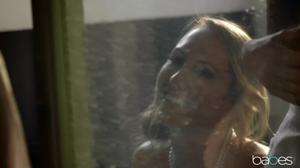 Три худые потаскушки зависли в роскошной ванной - скриншот #5