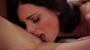 Две лесбиянки пробуют худые жопки на вкус - скриншот #10