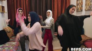 Султан обучает своих жен премудростям секса - скриншот #3