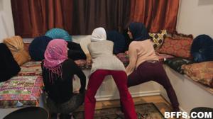 Султан обучает своих жен премудростям секса - скриншот #4