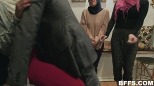 Султан обучает своих жен премудростям секса - скриншот #6