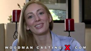 Начинающая порно модель Angelica Saige разделась на кастинге - скриншот #1