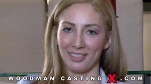 Начинающая порно модель Angelica Saige разделась на кастинге - скриншот #11
