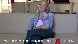 Начинающая порно модель Angelica Saige разделась на кастинге - скриншот #14