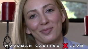 Начинающая порно модель Angelica Saige разделась на кастинге - скриншот #2