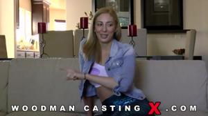 Начинающая порно модель Angelica Saige разделась на кастинге - скриншот #5