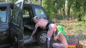 Когда водитель такси - бисексуальная женщина - скриншот #13