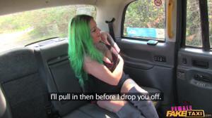 Когда водитель такси - бисексуальная женщина - скриншот #3