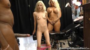 Блондинки ебутся групповухой с хуястым негром - продавцом ювелирных украшений - скриншот #14
