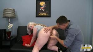 Белоснежная толстушка поеблась в анус - скриншот #2