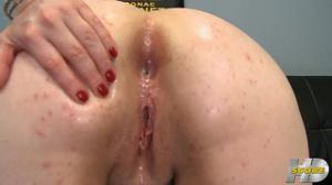 Белоснежная толстушка поеблась в анус - скриншот #21