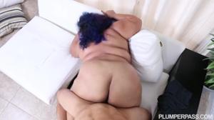 Жирная мексиканка напросилась на еблю с сантехником - скриншот #19