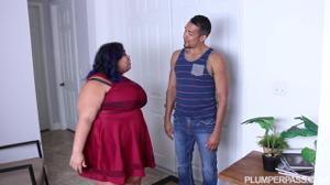Жирная мексиканка напросилась на еблю с сантехником - скриншот #2