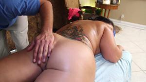 Сочная Бетти ебется на массаже - скриншот #5