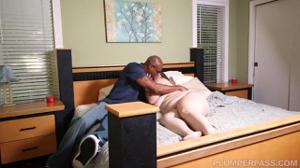 Африканец соблазнился толстячкой и не зря - скриншот #3
