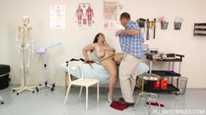 Голодная медсестра в теле - скриншот #12