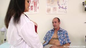 Голодная медсестра в теле - скриншот #4