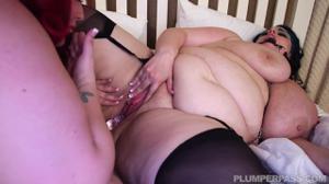 Жирные лесбиянки играют в госпожу и рабыню - скриншот #17