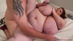 Одинокая жирнячка переспала с электриком - скриншот #15