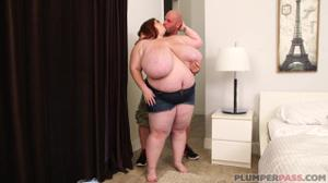 Одинокая жирнячка переспала с электриком - скриншот #5