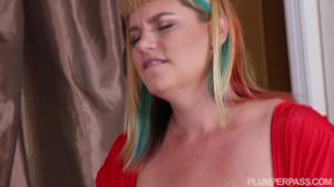 Толстая зрелка с большой грудью и неухоженной пиздой дает соседу - скриншот #6