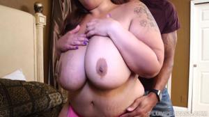 Толстая азиатка пробует хуй негритоса - скриншот #4